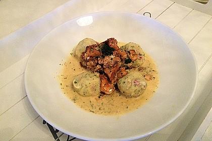Kleine Kartoffel - Speckknödel mit Pfifferlingen in Rahm 1