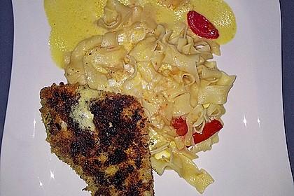Paniertes Fischfilet mit Paprikaschaum und Knoblauchnudeln 5