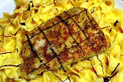 Paniertes Fischfilet mit Paprikaschaum und Knoblauchnudeln 3