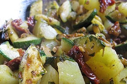 Illes warmer Zucchini-Kartoffelsalat - sommerlich leicht und einfach 8