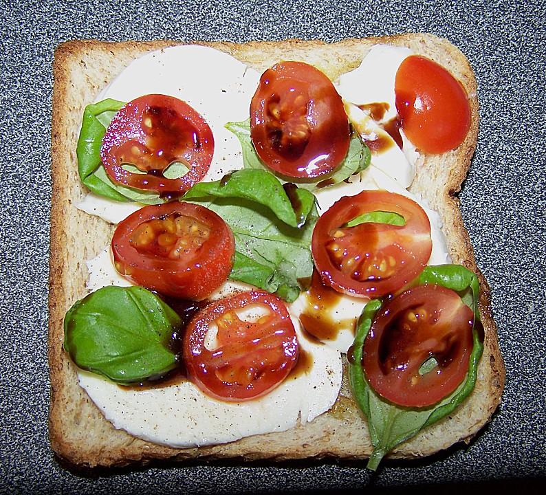 tomate mozzarella sandwich rezept mit bild von. Black Bedroom Furniture Sets. Home Design Ideas
