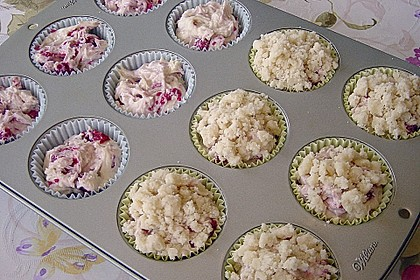Himbeer - Muffins mit Streuseln 37