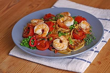 Spaghetti mit Kirschtomaten und Garnelen