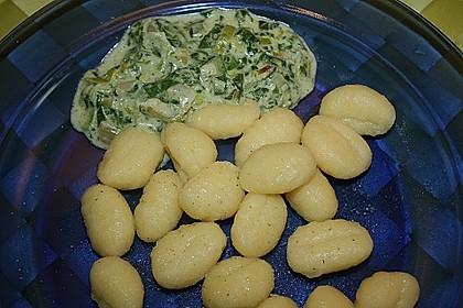 Gnocchi mit Spinat - Sahne - Soße und Schafskäse 4