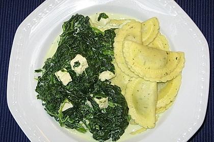 Gnocchi mit Spinat - Sahne - Soße und Schafskäse 5