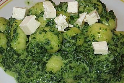 Gnocchi mit Spinat - Sahne - Soße und Schafskäse