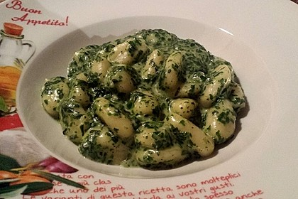 Gnocchi mit Spinat - Sahne - Soße und Schafskäse 7