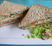 Sandwich mit Lachs und Kräuterquark