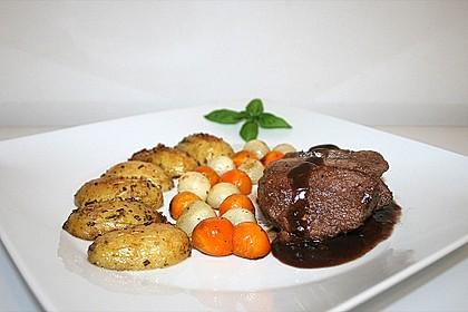 Lammhüfte gebraten mit Gemüseperlen in einer Lamm - Rotwein - Reduktion 1