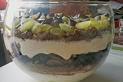 Schichtdessert mit Weintrauben 1