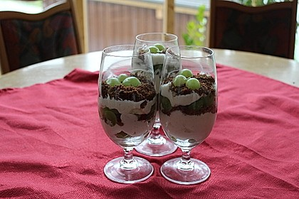Schichtdessert mit Weintrauben 14