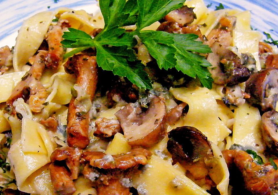 pasta mit pfifferlingen und champignons aus dem ofen von corela1. Black Bedroom Furniture Sets. Home Design Ideas