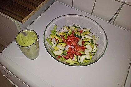 Sommersalat mit Avocadodressing