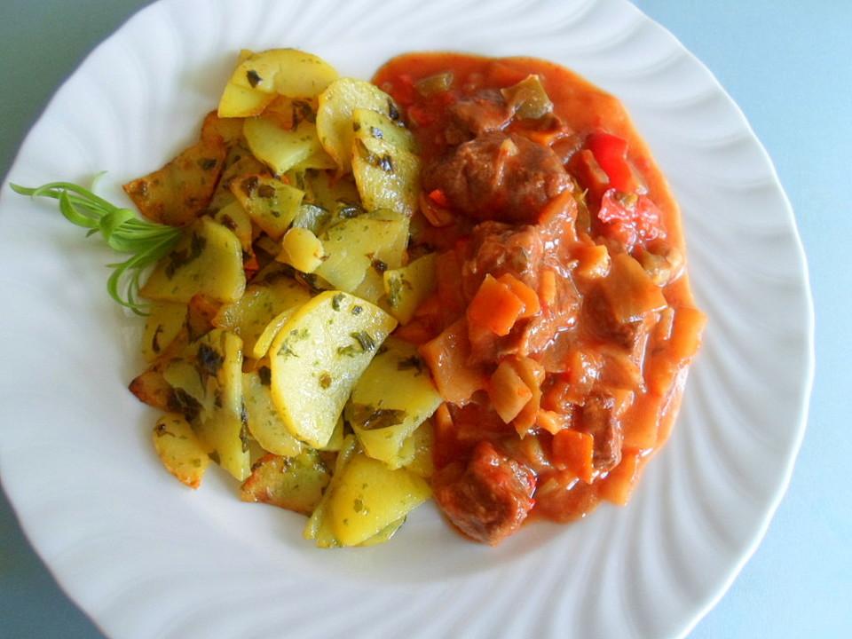 Ungarisches gulasch mit kartoffeln von k skopp for Ungarisches gulasch