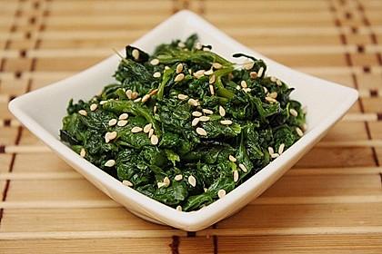 Spinatsalat mit Sesamdressing