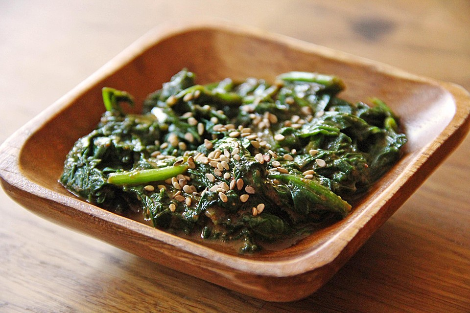 Japanischer spinatsalat