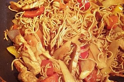 Chinesische Bratnudeln mit Hähnchen