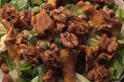Feldsalat mit Pfifferlingen und karamellisierten Walnüssen 2