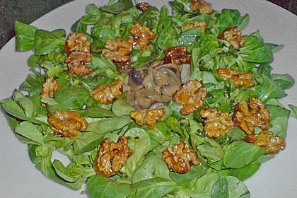 Feldsalat mit Pfifferlingen und karamellisierten Walnüssen 8