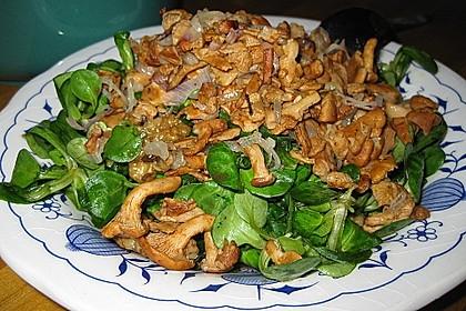 Feldsalat mit Pfifferlingen und karamellisierten Walnüssen 6