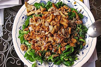 Feldsalat mit Pfifferlingen und karamellisierten Walnüssen 4