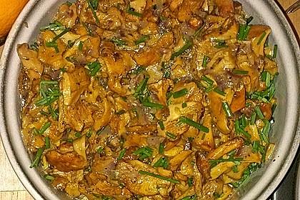 Feldsalat mit Pfifferlingen und karamellisierten Walnüssen 10