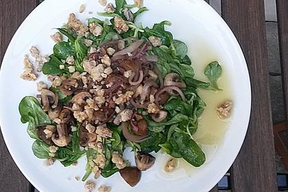 Feldsalat mit Pfifferlingen und karamellisierten Walnüssen 7