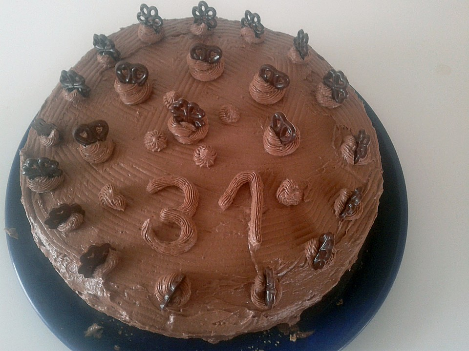festliche schoko buttercreme torte rezept mit bild. Black Bedroom Furniture Sets. Home Design Ideas