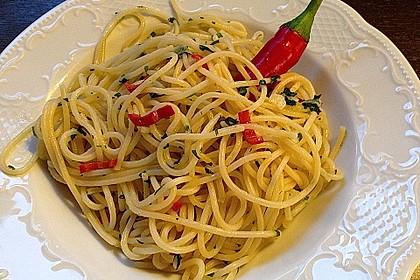 Spaghetti mit Knoblauch, Öl und Pfefferschote