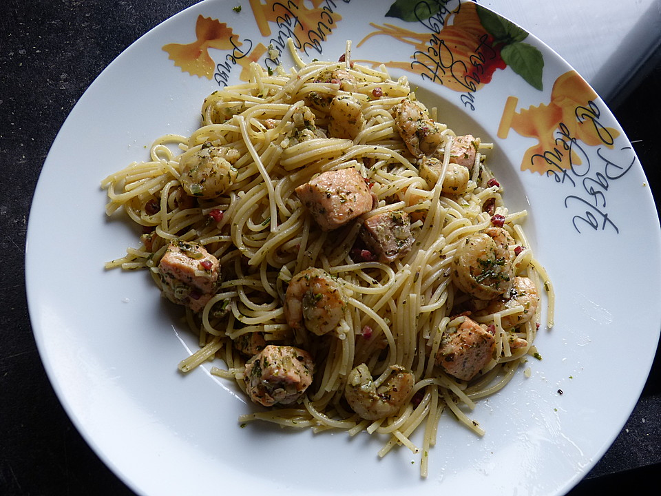 spaghetti mit lachs und shrimps rezept mit bild. Black Bedroom Furniture Sets. Home Design Ideas
