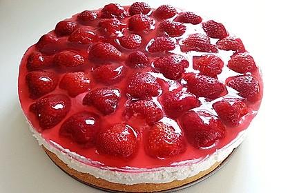 Kalte Erdbeer - Frischkäse - Geburtstagstorte 3