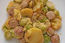 Bratkartoffeln mit Rosenkohl und Bratwurst