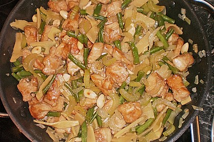 Hühnerfleisch mit Bambus und Mandeln 3