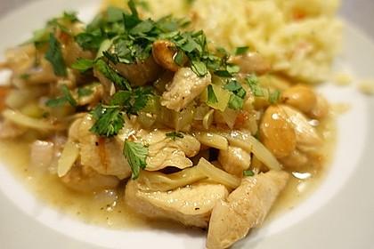 Hühnerfleisch mit Bambus und Mandeln