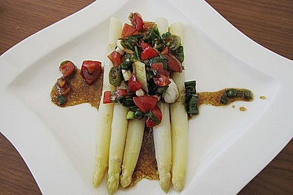 Spargel mit Tomaten - Vinaigrette und Ei 10