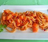 Gebratene Spaghetti mit Möhrchen
