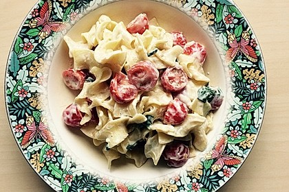 Nudeln mit marinierten Cherrytomaten und Frischkäse 53