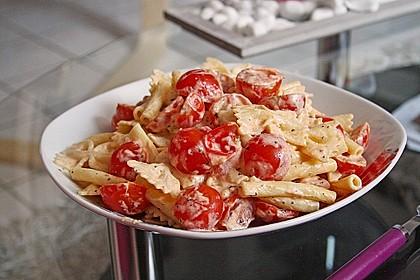 Nudeln mit marinierten Cherrytomaten und Frischkäse 15