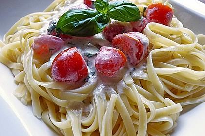 Nudeln mit marinierten Cherrytomaten und Frischkäse 4