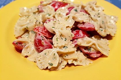 Nudeln mit marinierten Cherrytomaten und Frischkäse 29