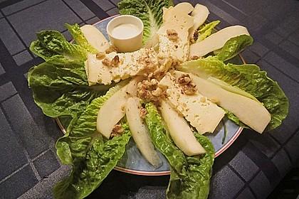 Käse - Salat mit Birnen und Haselnüssen
