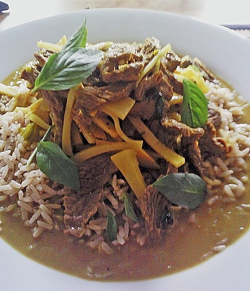 Rindfleischcurry mit Thai - Basilikum 0