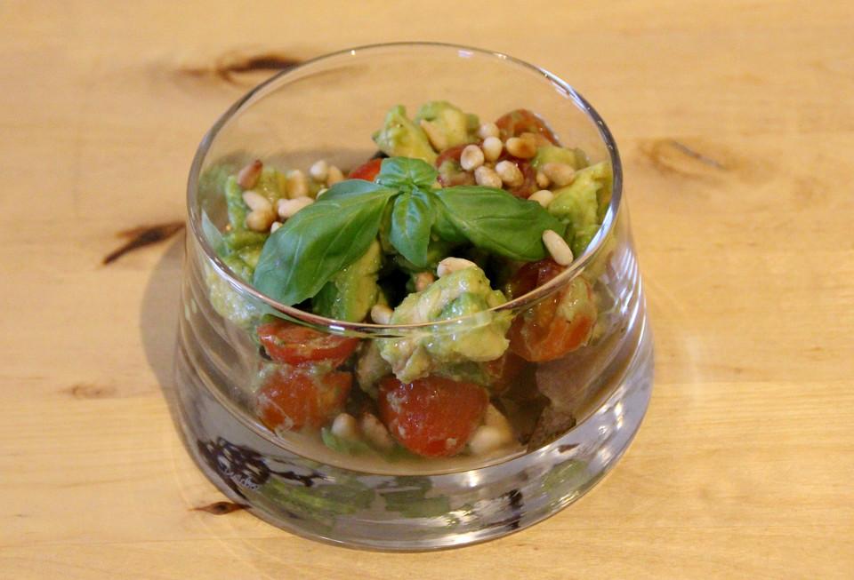 avocado tomaten salat rezept mit bild von schlabs. Black Bedroom Furniture Sets. Home Design Ideas