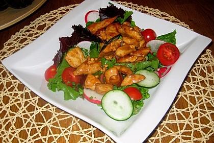 Erdnussbutter - Hähnchen mit buntem Salat 1