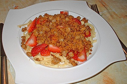 Nudeln mit Erdbeeren und Speck