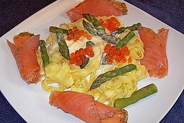 tagliatelle mit gr nem spargel und ger uchertem lachs rezept mit bild. Black Bedroom Furniture Sets. Home Design Ideas