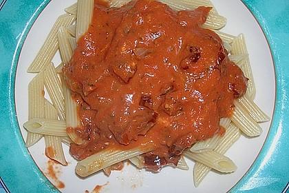 Nudeln mit getrockneten Tomaten und Basilikum