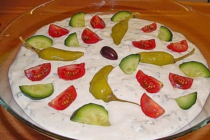 Griechischer Schichtsalat mit Hackfleisch