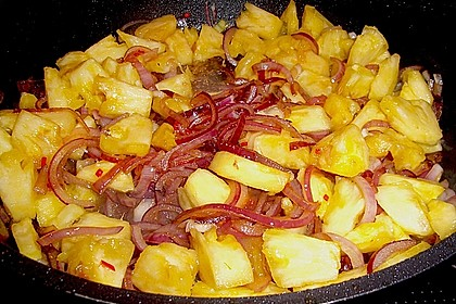 Schweinesteaks mit Ananas, Zwiebeln und Chili 1