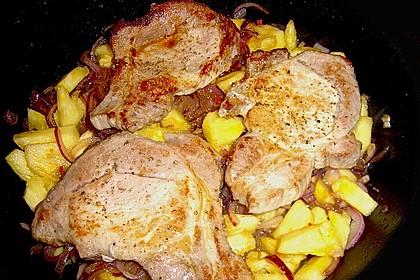 Schweinesteaks mit Ananas, Zwiebeln und Chili 0